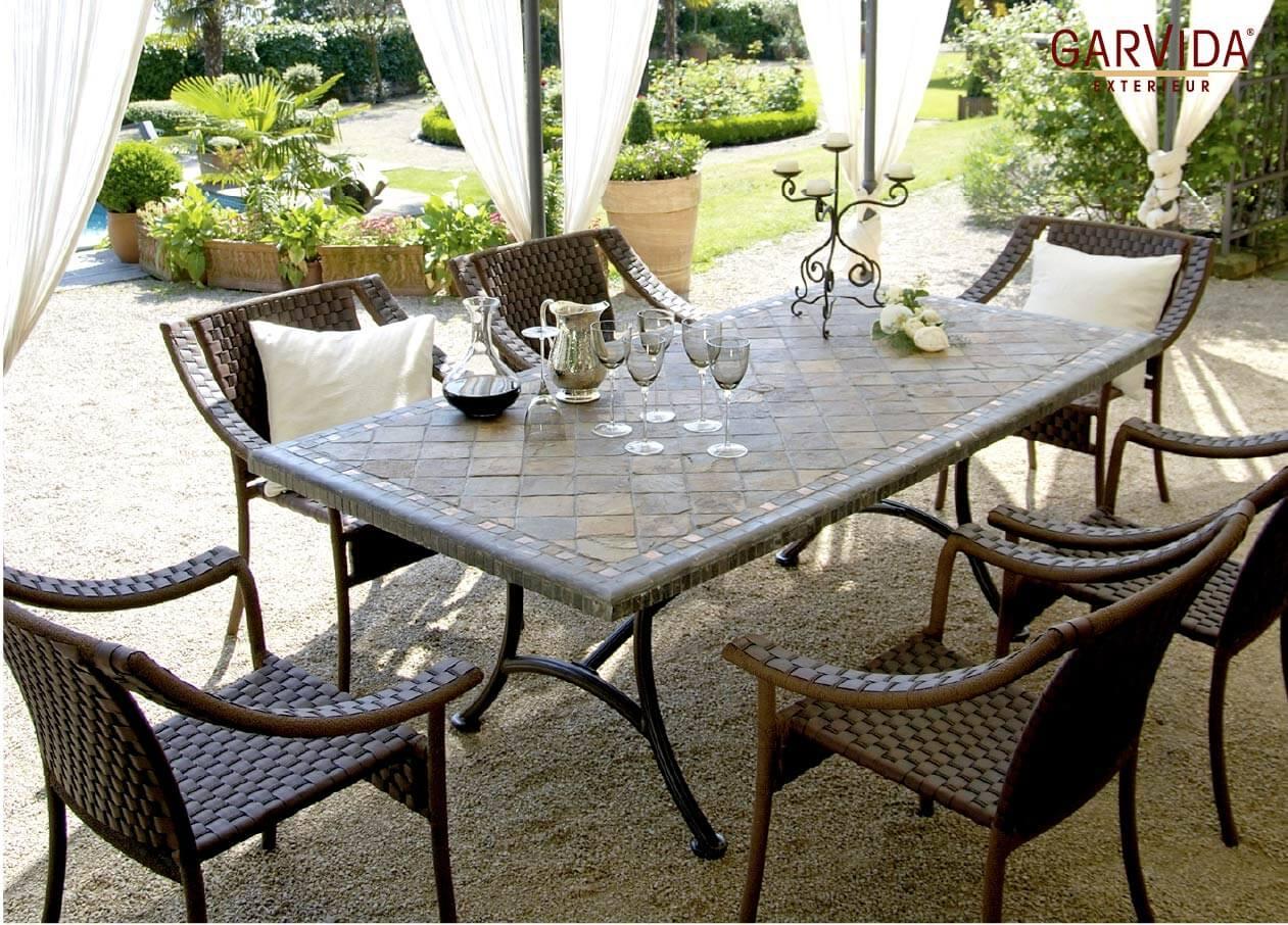 Diningmöbel der GarVida-Kollektion 2018 mit Mosaik-Tischplatte