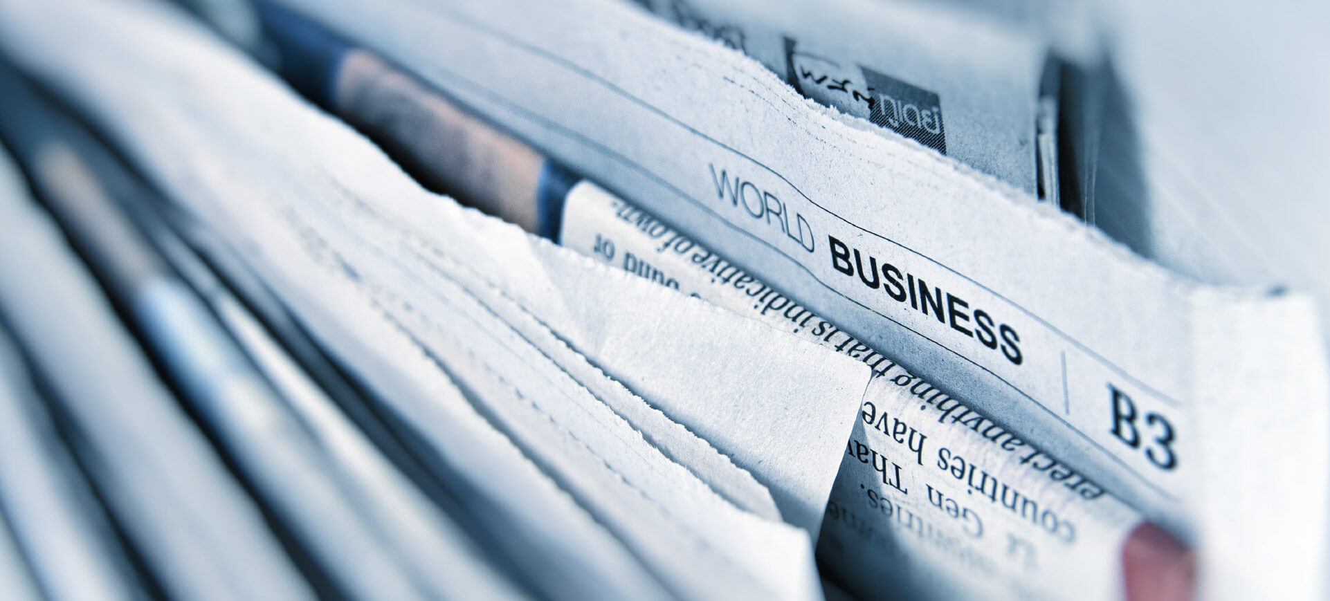 Zeitungen hintereinander aufgereiht